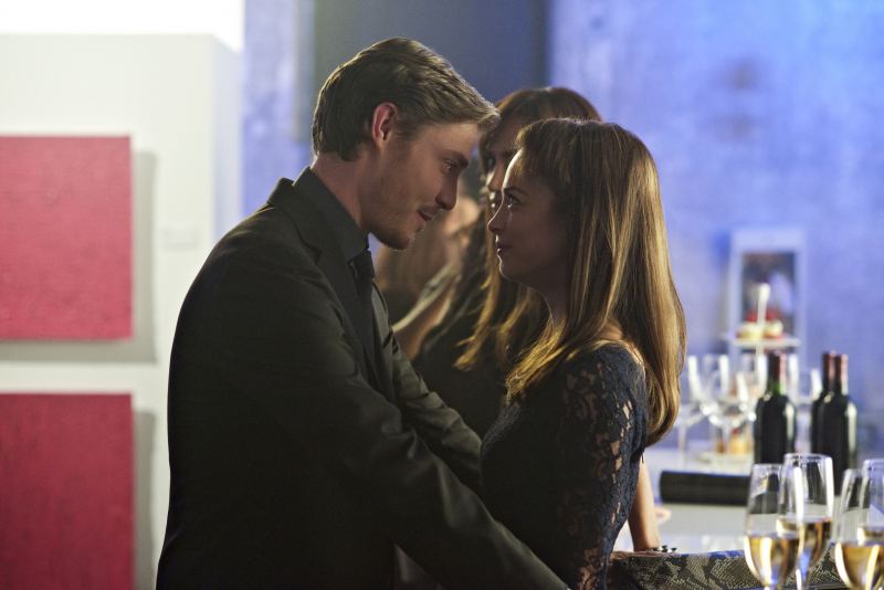 """Beauty And The Beast Episode 6 """"Worth"""" Preview Images"""