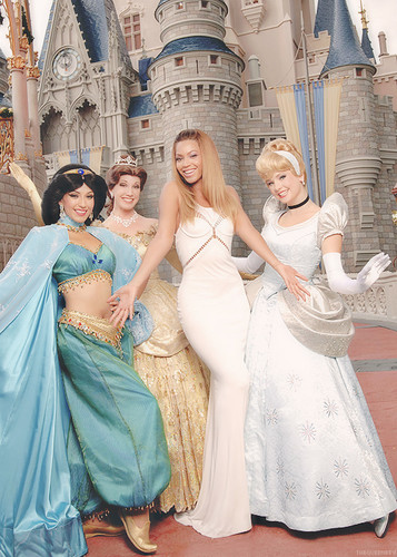 Beyoncé with the Disney princess!!!!