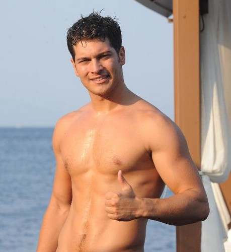 Turkish Actors and Actresses wallpaper containing a hunk and skin entitled Cagatay Ulusoy shirtless