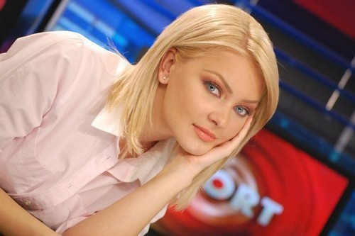 Cristina Maria Dochianu pretty hot presenter romanian news women