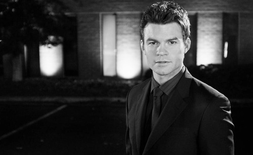 Daniel Gillies 壁紙 containing a business suit and a suit entitled Daniel ファン Art