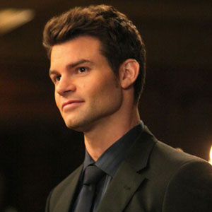 Daniel Gillies 壁紙 possibly containing a business suit and a well dressed person entitled Daniel ファン Art