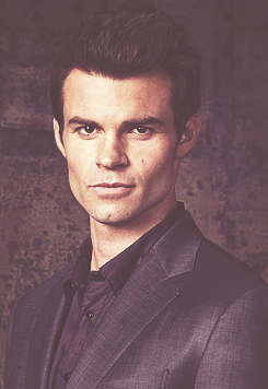Daniel Gillies 壁紙 containing a business suit and a suit called Daniel ファン Art