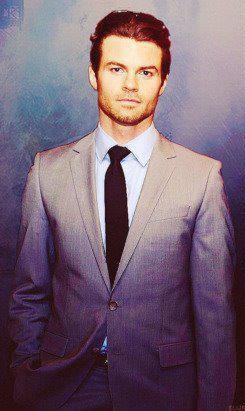 Daniel Gillies 壁紙 containing a business suit, a suit, and a single breasted suit called Daniel ファン Art