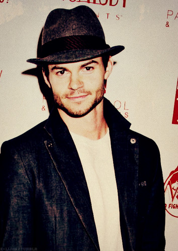 Daniel Gillies 壁紙 probably containing a fedora titled Daniel ファン Art