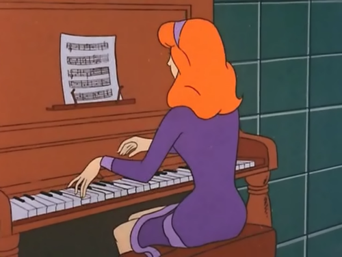 Daph Plays piano