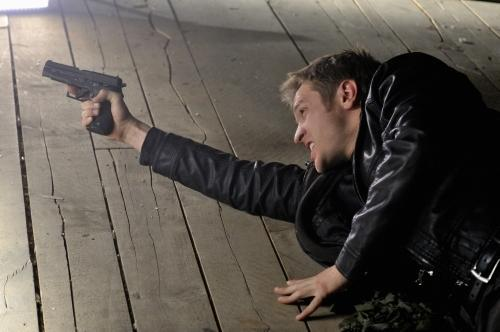 Devon Sawa as Owen Elliot in Nikita