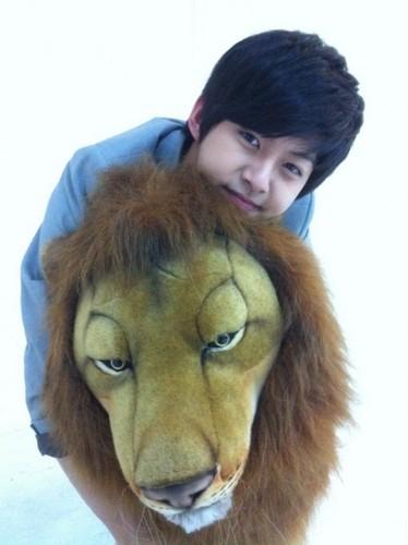 Dongho & Lion