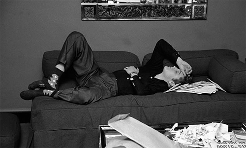 Elvis reading fan letters