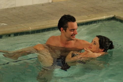 "New Girl Hintergrund containing a hot tub, a water, and a badende entitled Episode 2x07 - ""Menzies"" - Promotional Pics"