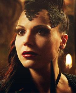 Une série > Un personnage Evil-Queen-Regina-once-upon-a-time-32633007-245-300