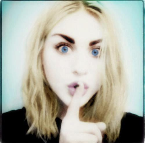 Frances Bean Cobain wallpaper with a portrait titled Frances