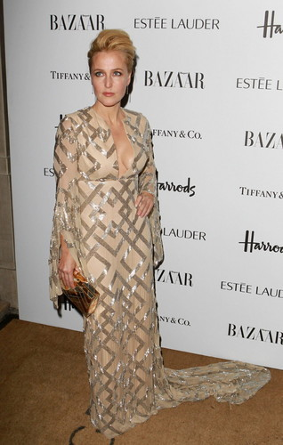 Harper's Bazaar Woman of the an Awards at Claridge's Hotel in Londres
