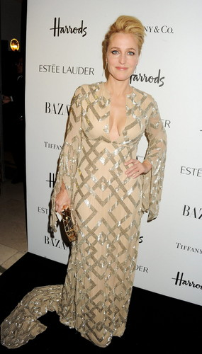 Harper's Bazaar Woman of the năm Awards at Claridge's Hotel in Luân Đôn
