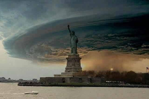 Dream Diary karatasi la kupamba ukuta probably containing a kisima, chemchemi called Hurricane Sandy....Scary Right?