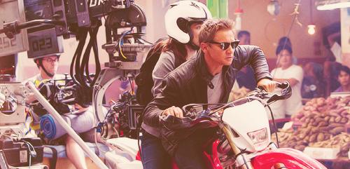 Jeremy Renner_Rachel Weisz_The Bourne Legacy_2012