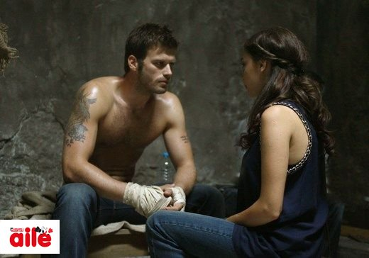 Kivanc Tatlitug's muscular body on his tv series Kuzey Güney