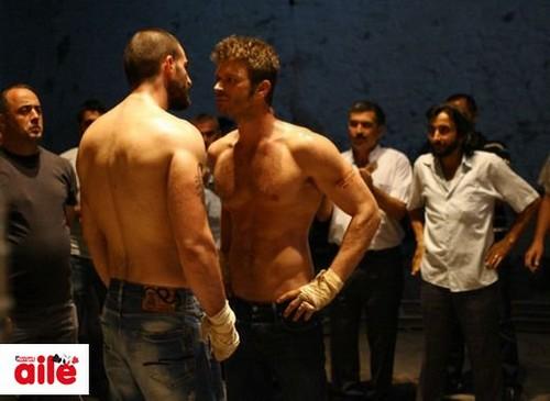 Kivanc Tatlitug's muscular body on his tv series Kuzey Güney
