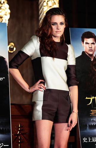 Kristen Stewart promoting Breaking Dawn in Tokyo, জাপান
