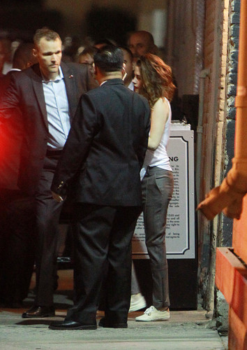 Kristen outside Jimmy Kimmel [Nov 5th]