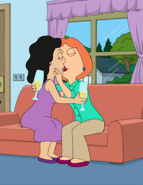 Lois and Bonnie kiss 3