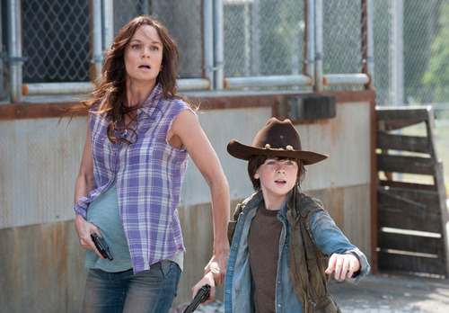 The Walking Dead wallpaper containing a snap brim hat, a fedora, and a boater titled Lori and Carl