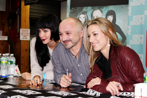 Lost Girl wallpaper probably with a sign and a brasserie entitled Lost Girl Cast