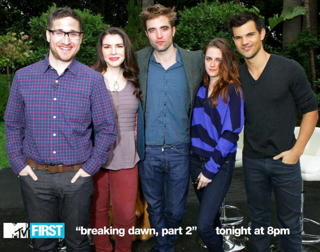 MTV First Photo:Twilight author/creator Syephenie Meyer with Kristen,Rob&Taylor