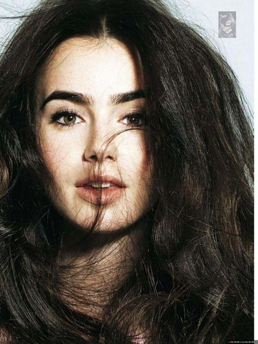 Magazine scans: Glamour Spain (November 2012)