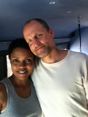 Maria Howell and Woody Harrelson on Catching 불, 화재 set