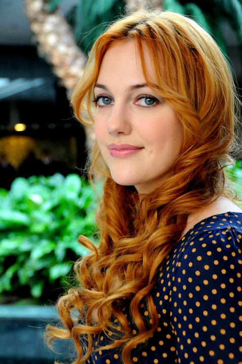 http://images6.fanpop.com/image/photos/32600000/Meryem-Uzerli-turkish-actors-and-actresses-32682983-478-720.jpg