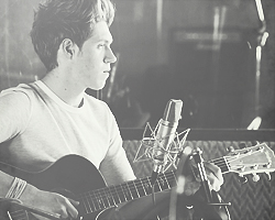 niall horan fondo de pantalla with a guitarist called Niall