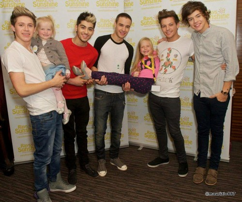 One Direction achtergrond containing a straat titled One Direction at Rays of Sunshine