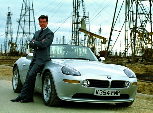 James Bond Обои probably with a roadster and a конвертируемый, кабриолет entitled Pierce Brosnan and the BMW Z8 - The World is Not Enough Promo