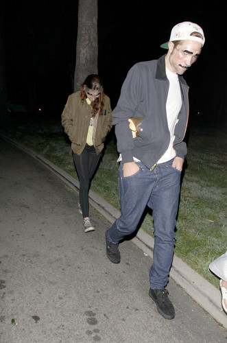 Rob & Kristen at a Halloween party [Oct 31]
