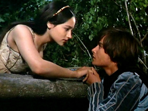 Romeo & Juliet about to Kiss on Balcony.