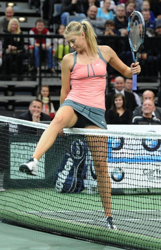 Sharapova crotch