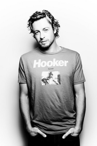 Simon Baker wallpaper containing a jersey entitled Simon Baker ❤