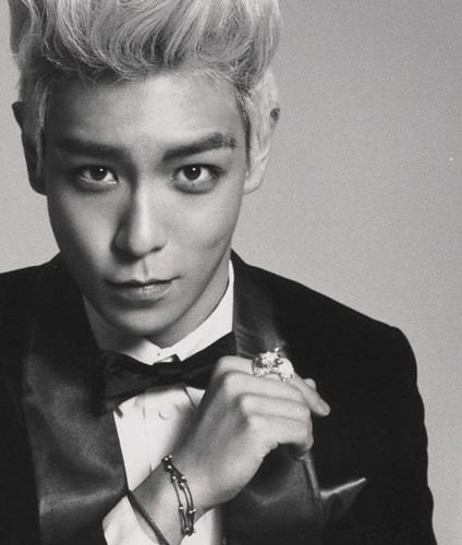 TOP looking super sweet<3