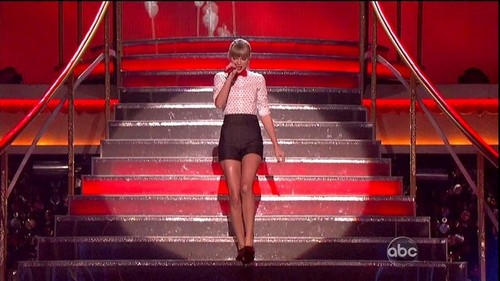 Taylor on the 'Dancing with the Star' 30 oct 2012