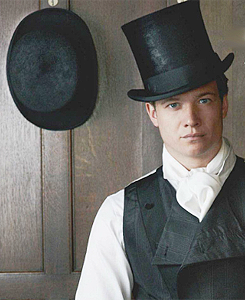 Downton Abbey kertas dinding titled The men of Downton