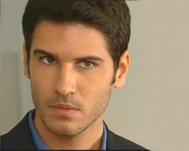 Turkish actors and actresses tolgahan sayisman