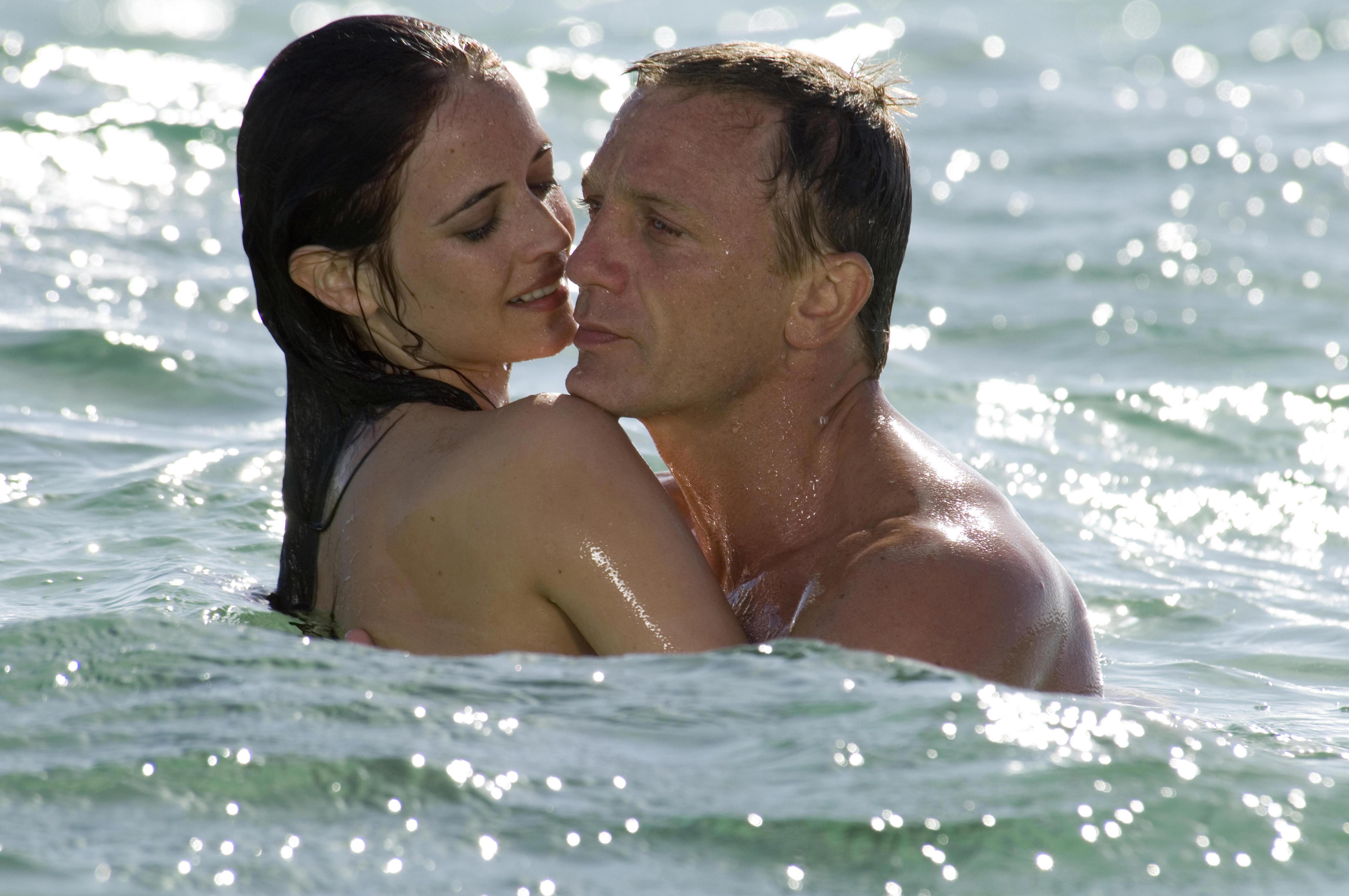007 ジェームズボンドと海の壁紙