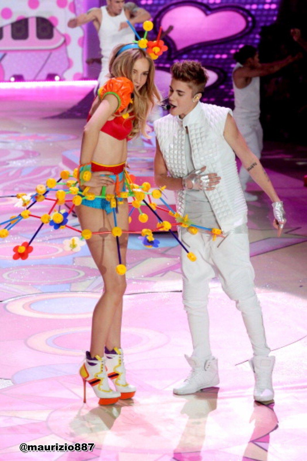 Justin Bieber Vs Fashion Show 2012 Justin Bieber Photo 32697843 Fanpop
