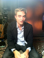 Rob Answers Twitter Questions From Fans - robert-pattinson photo