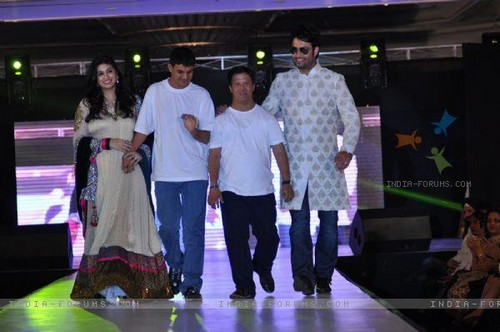 Vivian Dsena fond d'écran titled @ Umeed-Ek Koshish charitable fashion montrer