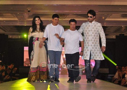 @ Umeed-Ek Koshish charitable fashion mostra