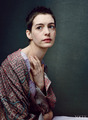 Anne Hathaway as Fantine in Les Misérables photographed 由 Annie Leibovitz