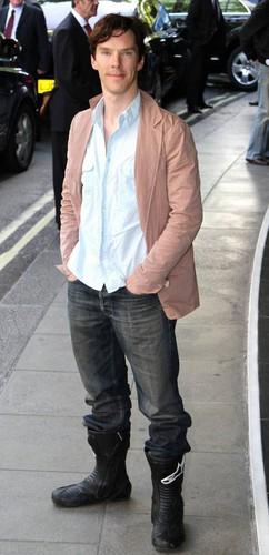 本尼迪克特·康伯巴奇 壁纸 containing a street, a carriageway, and a 鹈, 鹈鹕 crossing called Benedict Cumberbatch