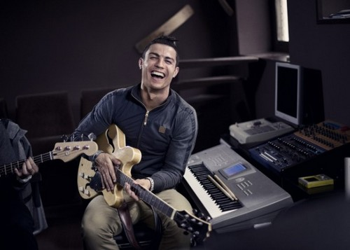 "CR7 Nike: ""Love to win,Hate to lose"""